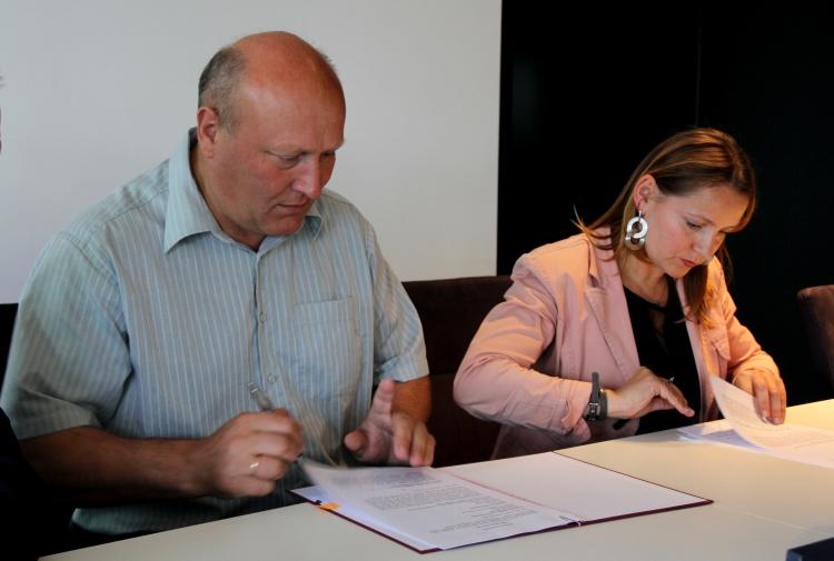 Ilustracja do informacji: Podpisano umowę
