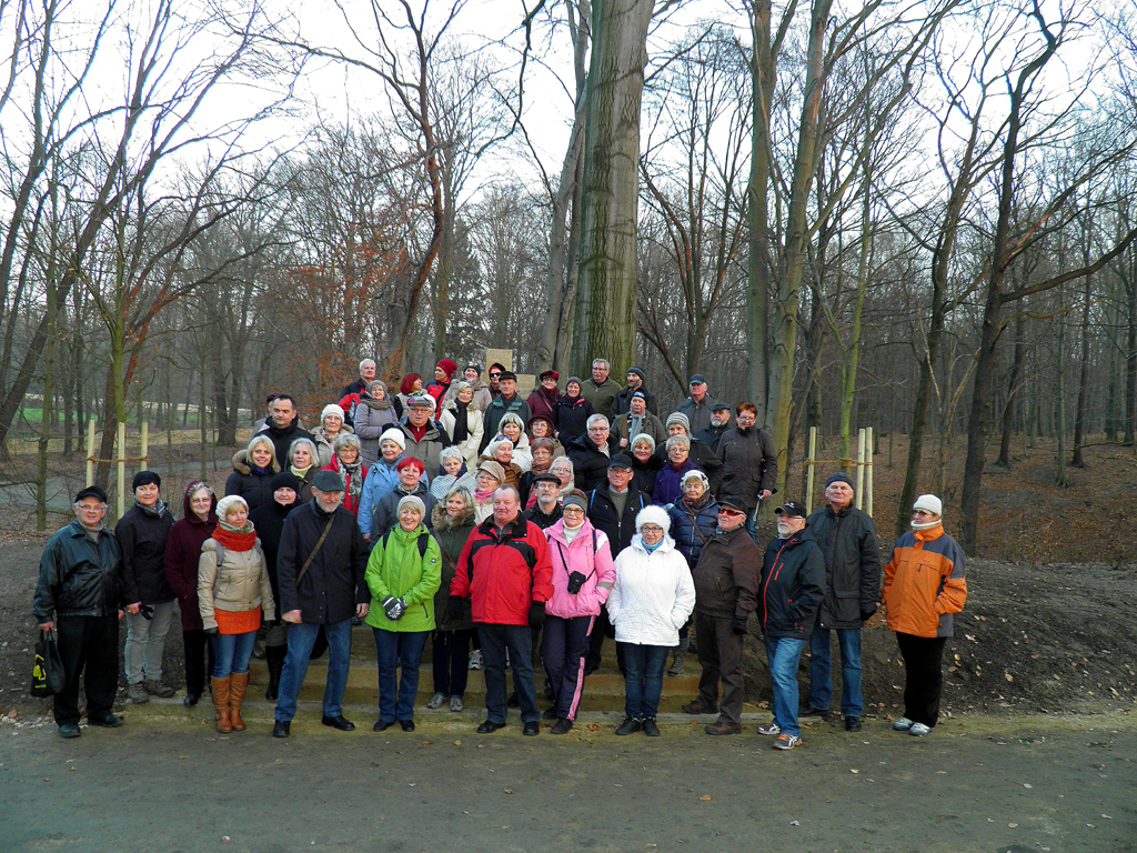 Ilustracja do informacji: Seniorzy w Parku Mużakowskim