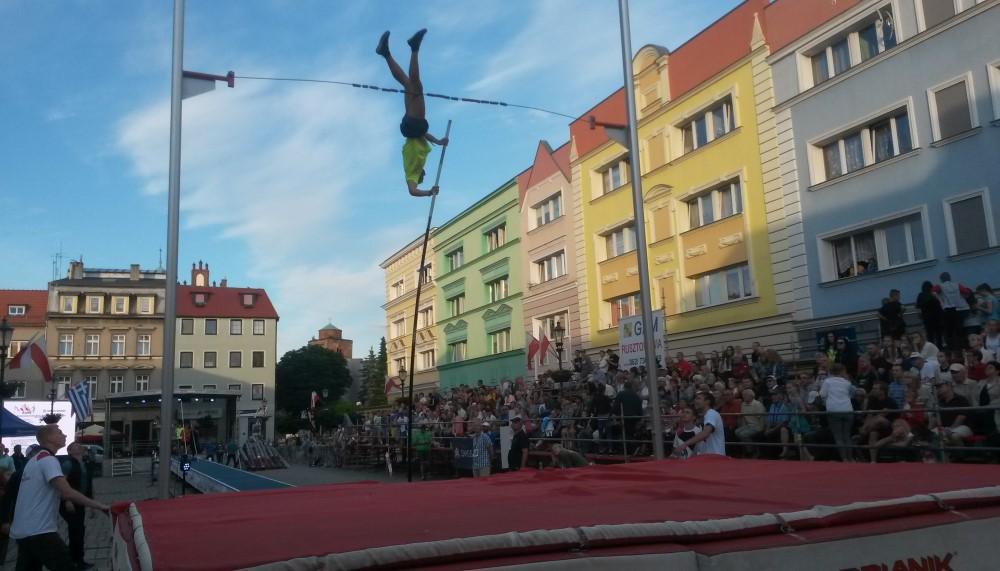 Ilustracja do informacji: XIII Międzynarodowy Konkurs Skoku o Tyczce im. Tadeusza Ślusarskiego - Żary 11.06.2016r.