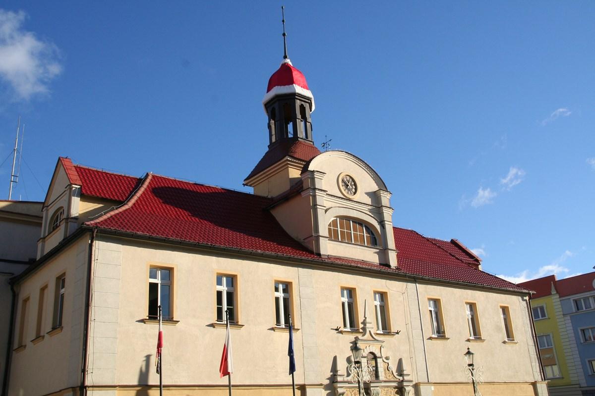 Ilustracja do informacji: Mikołaj zostawił swoją czapkę na ratuszu……