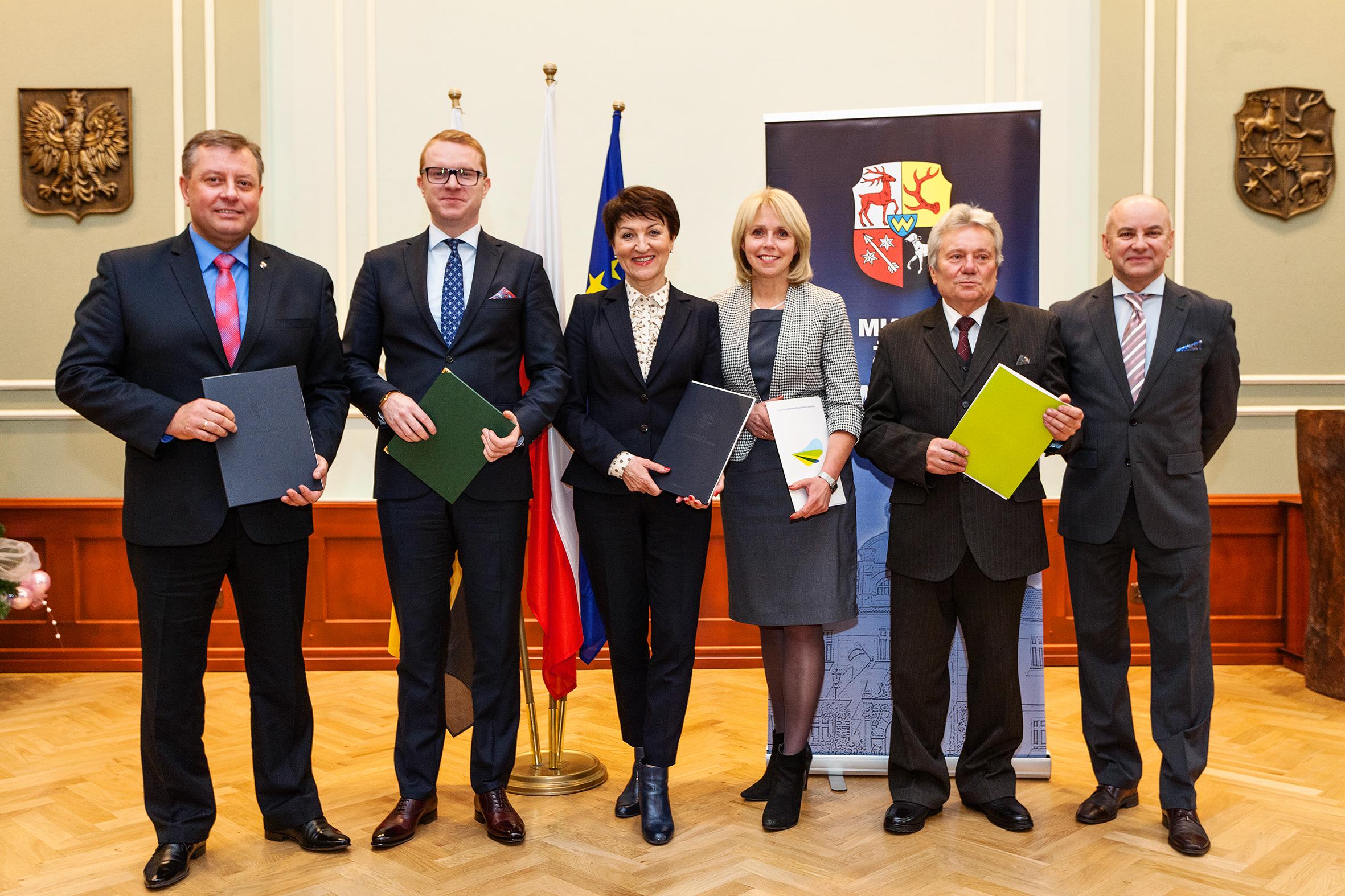 Ilustracja do informacji: Uroczystość podpisania umów