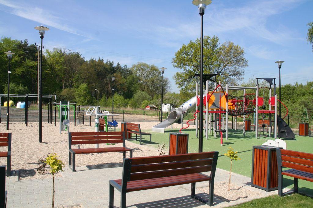 Ilustracja do informacji: Plac zabaw z siłownią w Kunicach