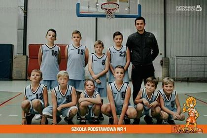Ilustracja do informacji: Zwycięstwo uczniów Szkoły Podstawowej nr 1 w IX edycji Żarskiej Basketmanii