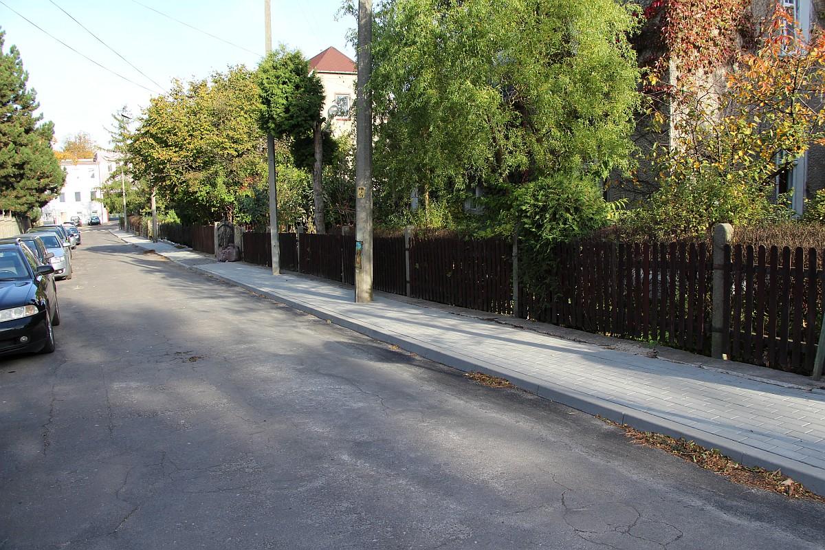 Ilustracja do informacji: Nowy chodnik ul. Ściegiennego w Żarach