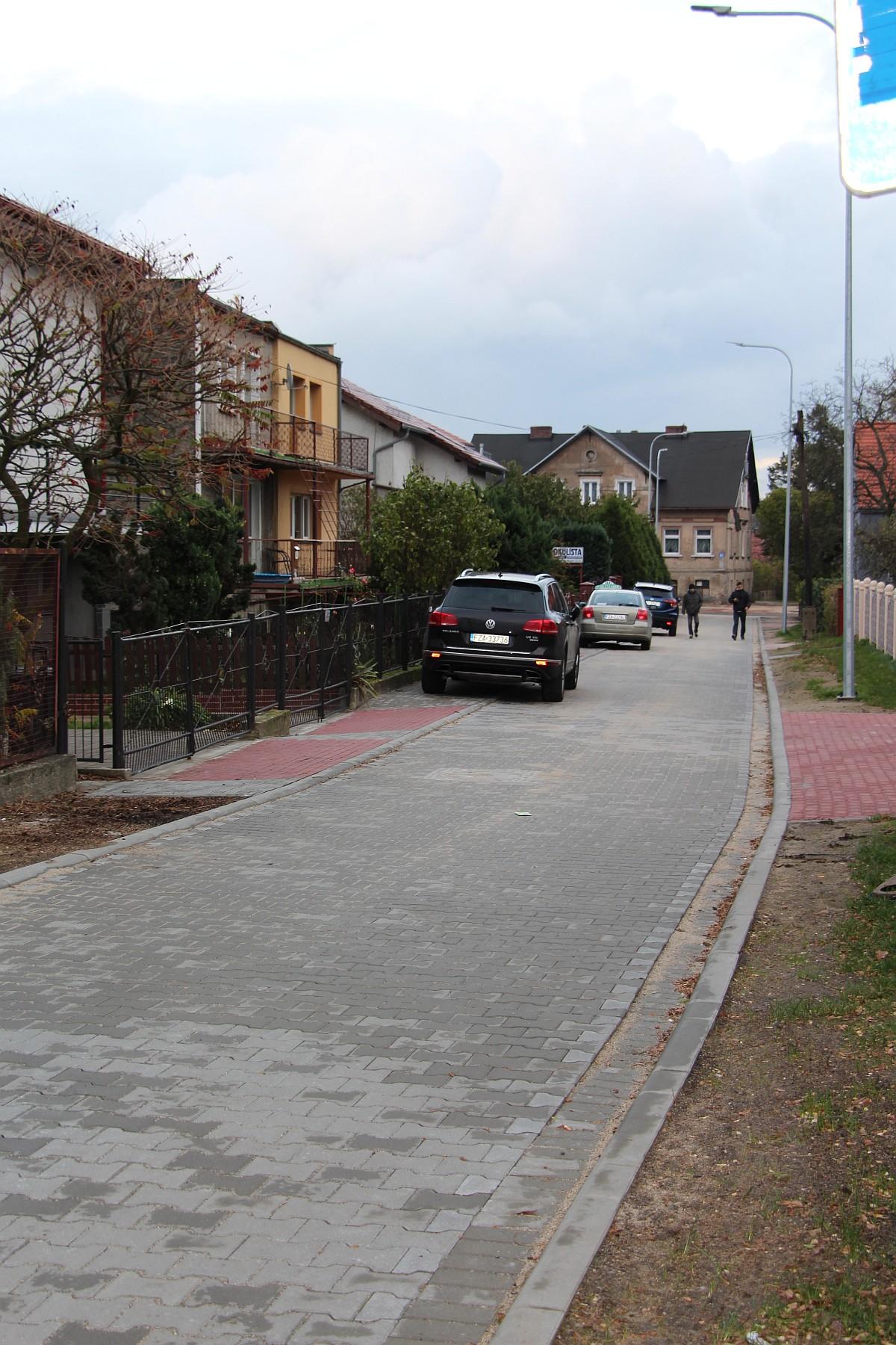 """Ilustracja do informacji: Zakończył się remont łącznika pomiędzy parkingiem przy """"Okrąglaku"""" a ul. Okrzei."""