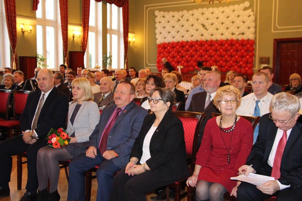 Ilustracja do informacji: Wczoraj w sali konferencyjnej odbyły się uroczystości z okazji Dni Honorowego Krwiodawstwa PCK