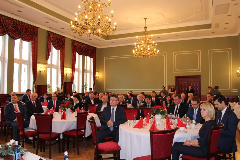 Ilustracja do informacji: Wczoraj w żarskim ratuszu odbył się świąteczny konwent Zrzeszenia Gmin Województwa Lubuskiego.