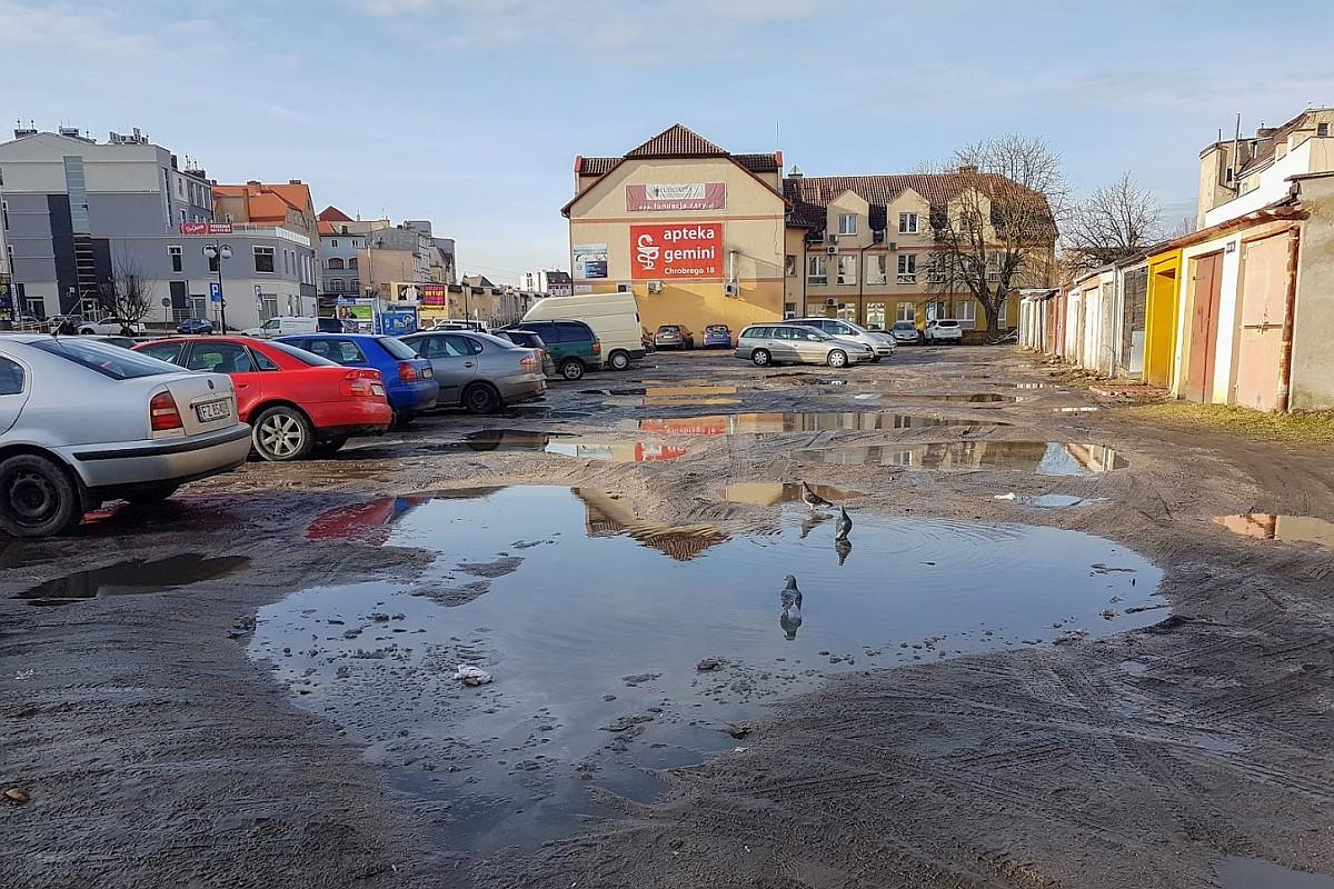 Ilustracja do informacji: Utwardzenie terenu za budynkiem Urzędu Pracy przy ul. Mieszka I.