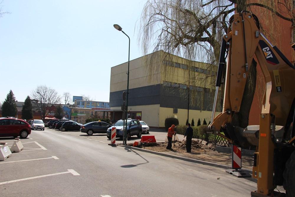 Ilustracja do informacji: Ulica Ratuszowa- trwają prace remontowe chodnika.
