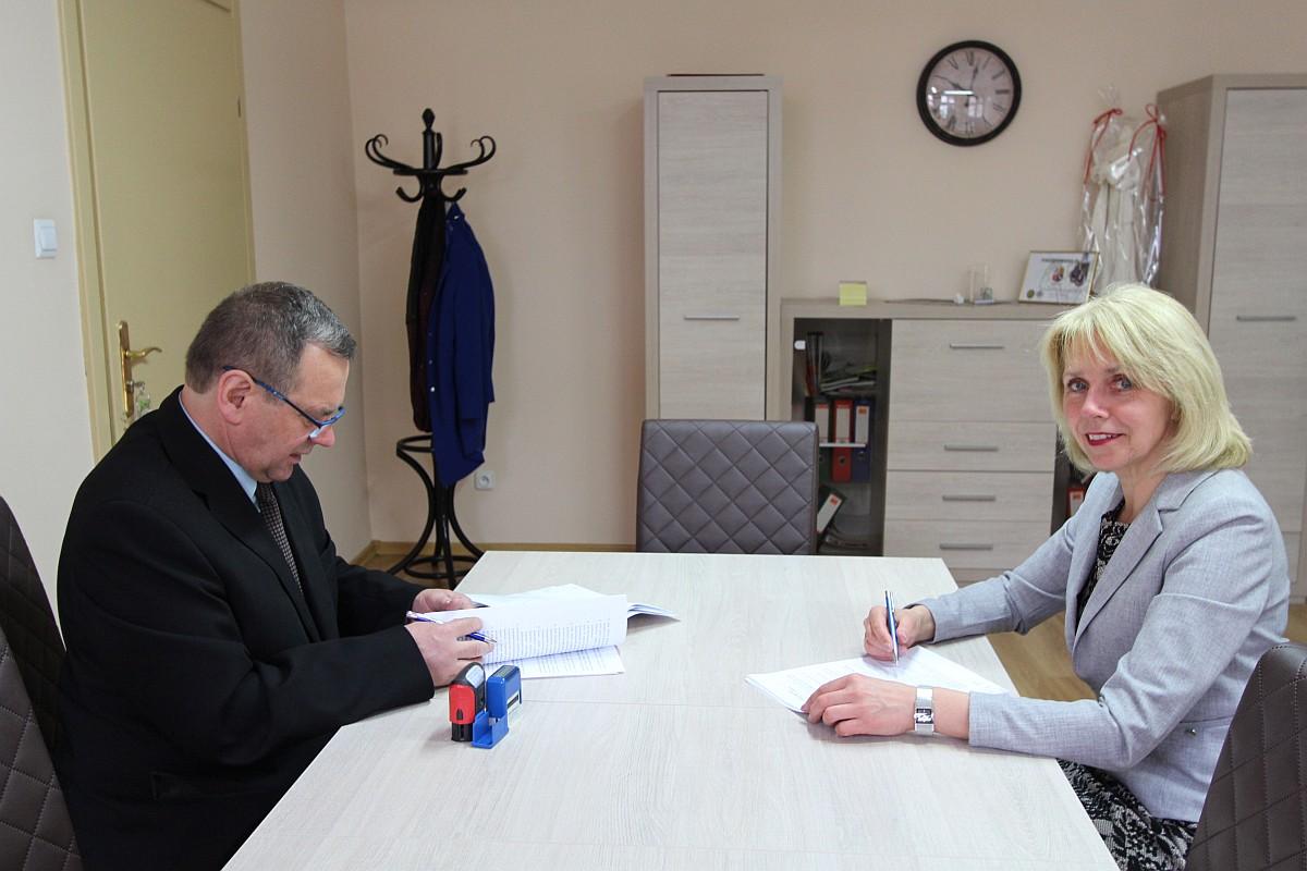 Ilustracja do informacji: Umowa podpisana