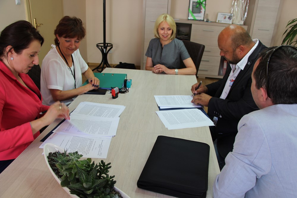 Ilustracja do informacji: Podpisanie umowy