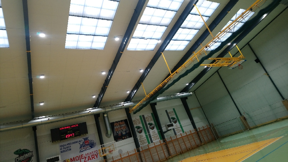 Ilustracja do informacji: Wymiana oświetlenia w hali sportowej