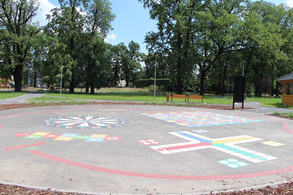 Ilustracja do informacji: Najnowsze zdjęcia z parku przy ul. Czerwonego Krzyża - trwają prace