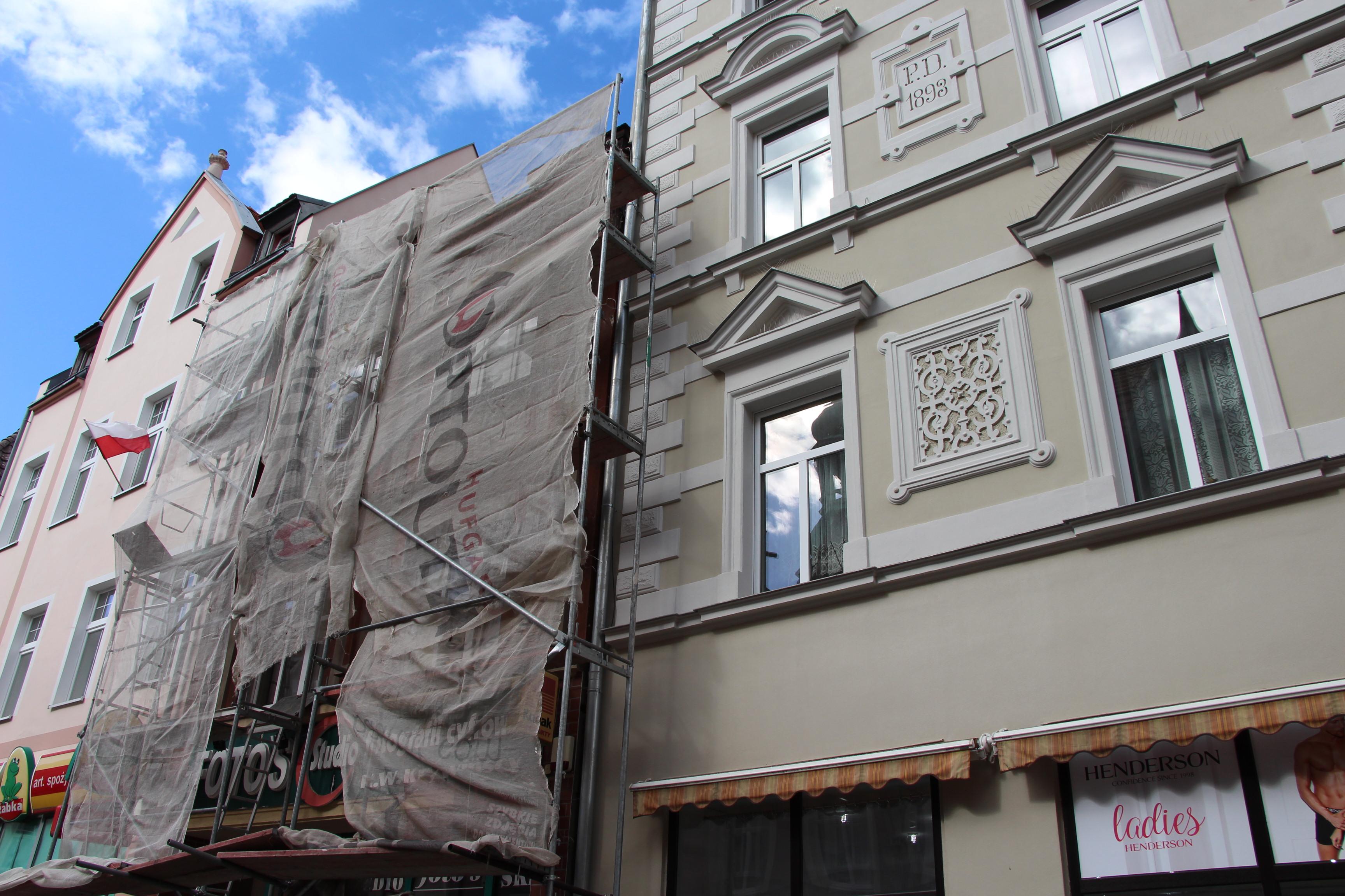 Ilustracja do informacji: Remont dachu na ul. Chrobrego 12
