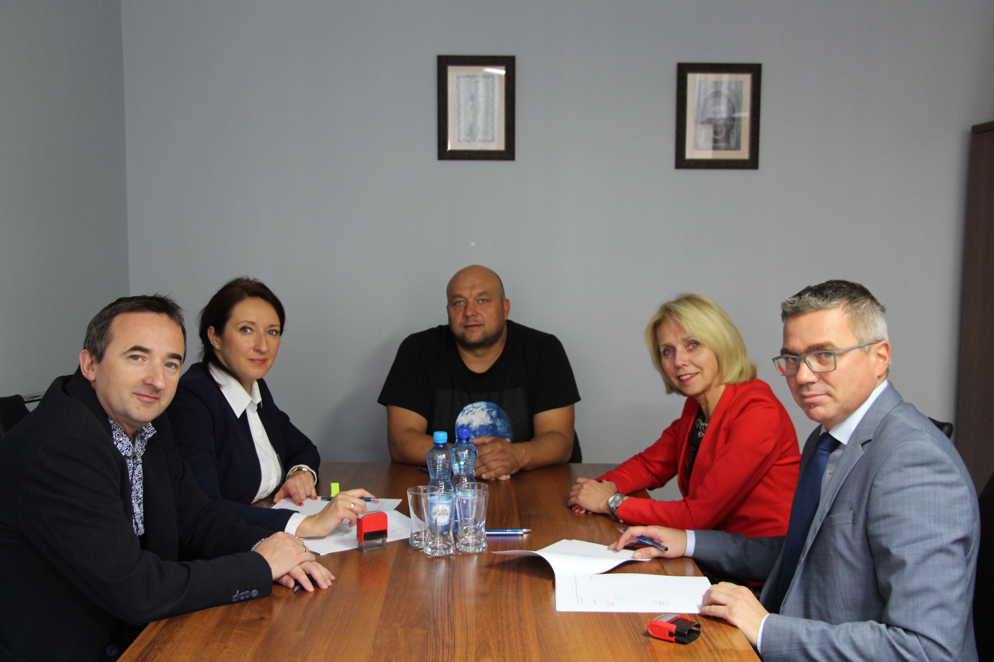 Ilustracja do informacji: Podpisanie umowy na zagospodarowanie działki przy ul. Kurpińskiego