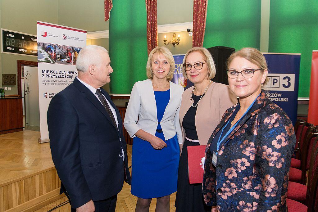 Ilustracja do informacji: Wiceminister Edukacji Narodowej Marzena Machałek uczestniczyła w kongresie w Urzędzie Miejskim w Żarach