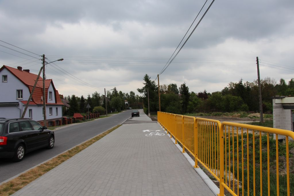 Ilustracja do informacji: Chodnik ze ścieżką rowerową