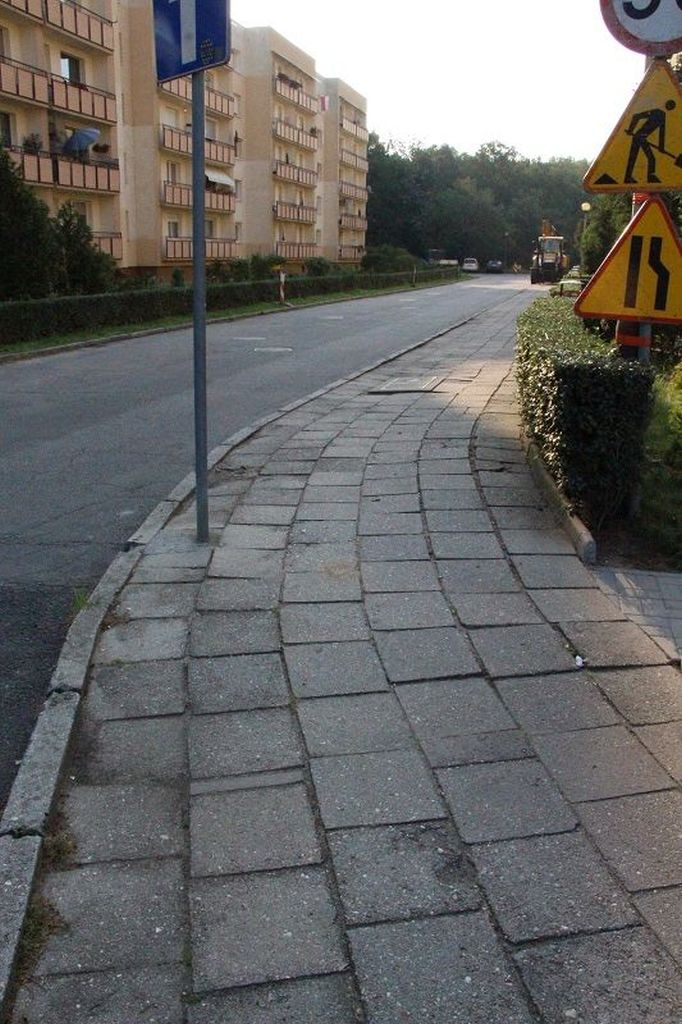 Ilustracja do informacji: Przebudowa chodnika - ul. Zawiszy Czarnego przy bloku nr 17