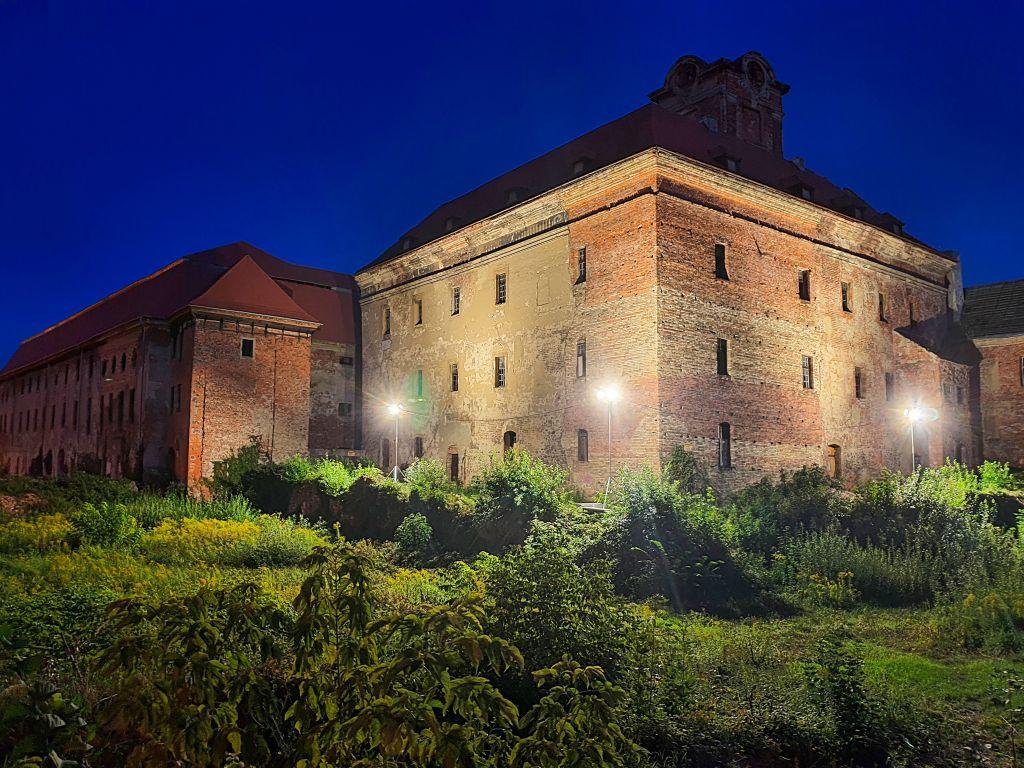 Ilustracja do informacji: Żarski zamek nocą